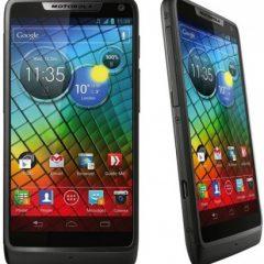 """Motorola lancia """"RAZR i"""", il suo primo smartphone con Intel"""
